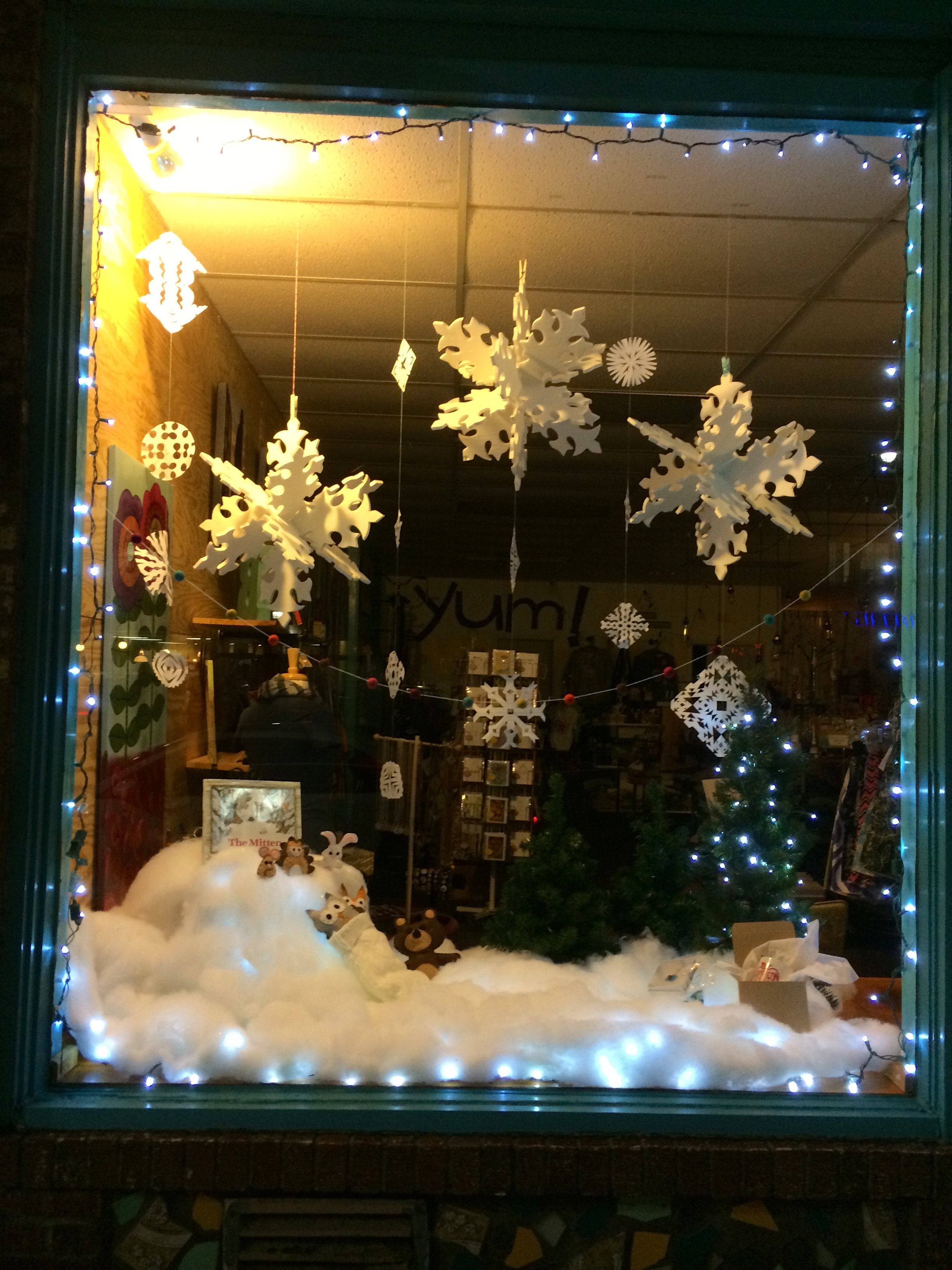Window Christmas Store Displays